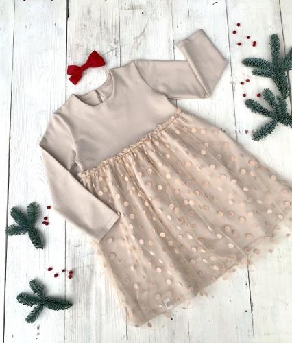 Kreminė suknelė su aksominiu žirniuku tiuliu